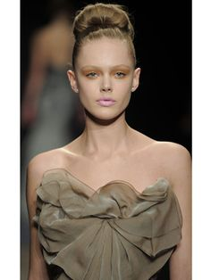 A nice article about Winter Hairstyles 2012, many different hairstyles for you to check. All are in the page.