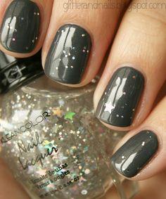 Grey star glitter nails!