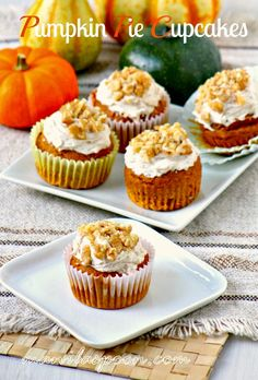 Pumpkin Pie Cupcakes - moist and super-scrumptious and that frosting is totally heavenly! #pumpkinpiecupcakes #pumpkinpie #fallsweets #luvfood #manilaspoon