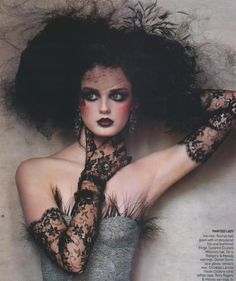 Love this gothic makeup.