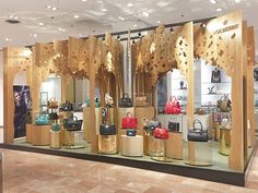 Mulberry Pop-up | Galeries Lafayette by Millington Associates | #VM #visualmerchandising #paris
