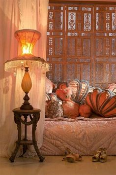 Burlesque sensation Esme Bianco's salon. Shell cushions and a great lamp!