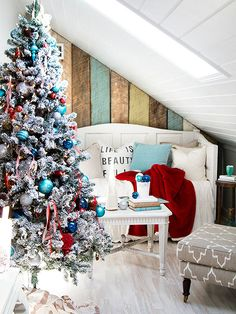 A flocked #Christmastree looks more expensive than it is and looks fully decorated with less ornaments!
