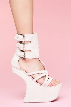 how on earth can anyone walk in these? lol there interesting.