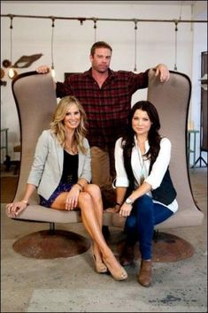 """Antique information website.  This is the """"Picker Sisters"""" websites (both girls are or have been on Extreme Home Makeover).  They tell you everything you need to know about antiques from refinishing to where to buy and how to sell."""