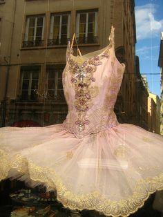 Jewelled tutu from Repetto, Paris | photo Caroline.Lozes #ballet #tutu