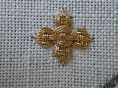 Guilloche Stitch Cross Variation, by Carol-Anne Conway