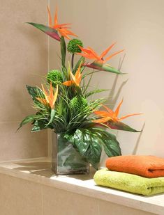 Birds of Paradise and Alliums in a Glass Cube | RTfact | Artificial Silk Flowers