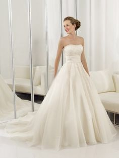 (NO.0258396)2012 Style A-line Strapless Lace Sleeveless Court Trains Tulle  Wedding Dresses For Brideses