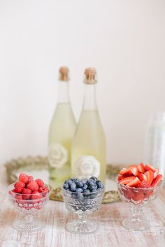 Truth be told, bubbly is by far our drink of choice here on SMP. Not only because weddings are a thousand times better with the sparkly stuff, but because the options are endless. From a classic champagne toast to a fruity signature cocktail to bubbles in a can, we've rounded up 15 ways to fancy up your bubbly…