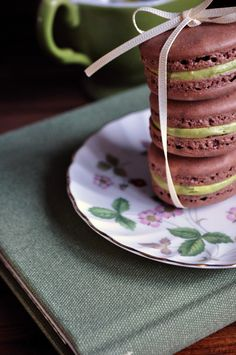 Pavlovas, Meringues, Marshmallows & Macarons on Pinterest | 55 Pins