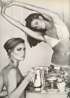 Patti Hansen and Lisa Taylor, 1976. Photographed by Arthur Elgort.