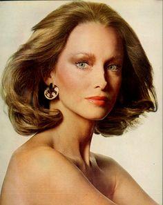 1974 model, karen graham, 70s hair, penn vogu, este laudermodel
