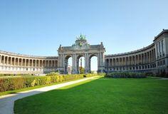 Het Jubelpark is in opdracht van koning Leopold II aangelegd om de 50-jarige onafhankelijkheid van #België te bejubelen. Het opvallendste bouwwerk in het park is de imposante Triomfboog. Andere interessante bezienswaardigheden in dit park zijn de Grote Moskee en de Tempel van de Menselijke Driften. #Brussel http://travelbird.nl/stedentrip/brussel/ #TravelBird