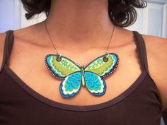 Fabric Butterfly Necklace Tutorial     http://annaboydcreations.blogspot.com/2010/07/fabric-butterfly-necklace-tutorial.html