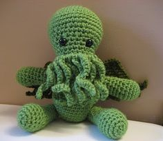 Cthulu amigurumi pattern... the geek fiber artist in my _died_ of squee when I saw this
