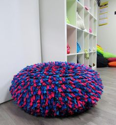 Zpagetti knotted pouf made by Hoooked