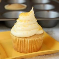 Honey Cupcakes with Honey Cream Cheese Frosting...oh my goodness...someone make these with me