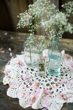 baby's breath antique doilies, babies breath, antique bottles diy, baby's breath in jars, glass bottle centerpieces, doilies centerpiece, wedding flowers bottles, doilies wedding centerpiece, babi breath