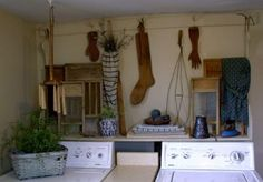 prim laundry decor