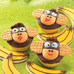 Monkey Cupcakes. Have to make these with Madelyn when she is older!