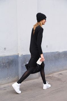 blackout with kicks. #VeronikaHeilbrunner in Milan. She's awesome. #outfit #fashion #streetstyle #black #white #moda #calle #sneakers