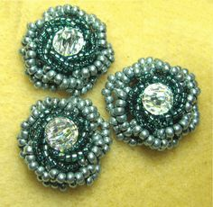 Beaded Roses. Great page shows a lot of different stitches for beading.
