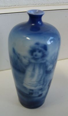 Antique Royal Bayreuth Flow Blue tall small vase terrier dog