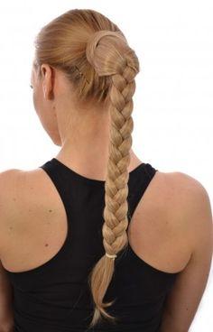 Coleta trenzada,  encuentra un peinado diferente  para cada día aquí...http://www.1001consejos.com/peinados-para-la-escuela/
