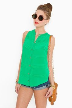 love this green top