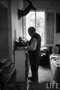 Who Wrote at Standing Desks? Kierkegaard, Dickens and Ernest Hemingway Too