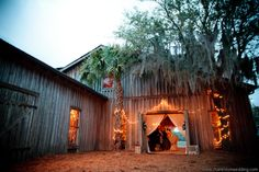 We love how enchanting a wedding can be at Boone Hall Plantation - just look at this photo!