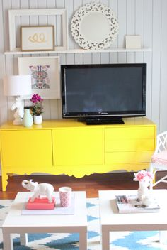 decor, antiqu dresser, home tours, daniell oakey, interiors, live room, homes, oakey interior, accent color