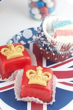 petit fours, mini cake, british, food, jubile petit, diamond jubile, pink diamonds, parti, union jack