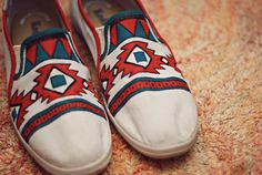 Awesome shoe diy from Happenstance! Painting canvas shoes :)