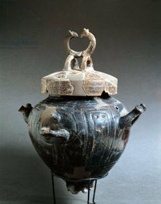 Italy, Chieti, Museo Nazionale Archeologico dell' Abruzzo  - little cooking pot.
