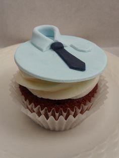 Cupcake Decorating Ideas For Guys : T51. Men s Cakes on Pinterest Beer Bottle Cake, Superman ...