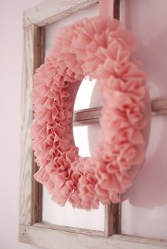 Make a ruffled wreath with tips & tricks Tutorial and 45 BEST Charming Lifestyle DIY & Tutorials EVER.  From MrsPollyRogers.com