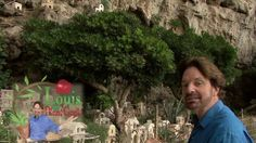 Italy's Amalfi Coast: The miniature village in the cliffs by www.LouisThePlantGeek.com. Garden Designer and Plant Geek LOUIS RAYMOND (LouisThePlantGeek.com) marvels at an Italian hill-town-in-miniature, and the clever use of plants throughout.  Adorable. fairi garden, fairygnom garden, miniatur town, miniatur fairi, miniatur scene