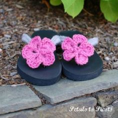 Dress up your plain ol' flip flops with this crochet tutorial. Free crochet flower pattern included!