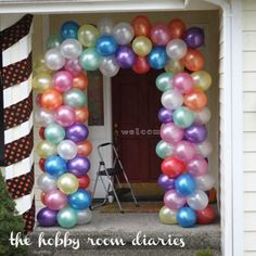 How to make Balloon Door Arch http://www.thehobbyroomdiaries.com/2012/10/technique-of-week-frameless-balloon-arch.html