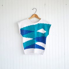 He encontrado este interesante anuncio de Etsy en https://www.etsy.com/es/listing/186641837/vintage-aqua-sea-punk-knit-top-s