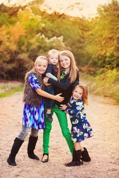 sibling pose, @Kimberly Peterson Peterson Peterson Henschel Horne  perfect for your family!