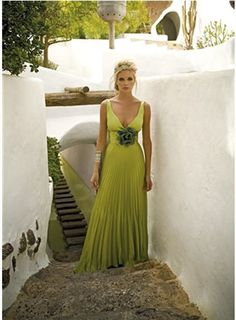long dresses, wedding dressses, bridesmaid dresses, the bride, green bridesmaid, green dress, bride maid, bridesmaid dressstun, green weddings