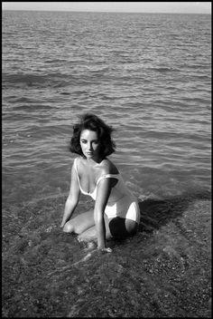 SPAIN. Sagaro. 1959. Twenty-five-year-old Elizabeth Taylor. Photo by Burt Glinn.  S)