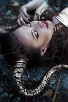 Golden Horns costum, antler, fantasi, demon photography, halloween makeup, fairy photography dark, aries horns, fashion photography, write inspir