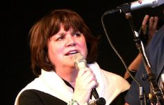 Singer Linda Ronstadt talks Tucson, Mexico and border fence  Not long after being awarded the National Medal of Arts and Humanities at a White House ceremony, Linda Ronstadt sat for an interview about life in Arizona and border issues. She says she's a girl from the Sonoran desert, and her culture is the culture of Aztlán.