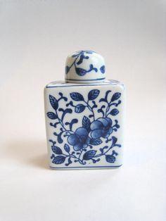 Blue Willow Ginger Pot