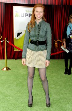 Molly Quinn in pantyhose - http://stockings-celebs.blogspot.com/2014/07/molly-quinn-in-pantyhose-truly.html