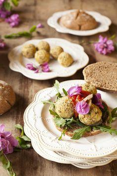 Tarjeta d embarque: Hamburguesas de falafel de pistachos con mermelada de tomate {#RetoCanalCocina}
